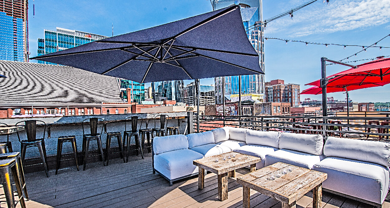 Mellow Mushroom Nashville – Broadway Downtown Rooftop bar area seating