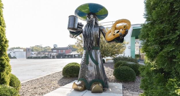 Mellow Mushroom Bowling Green outside mel sculpture