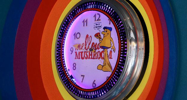 Mellow Mushroom Brookhaven mellow lit clock