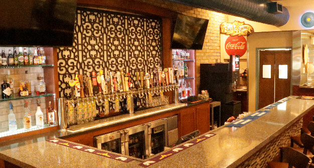 Mellow-Mushroom-Cartersville-downstairs-bar and-taps.