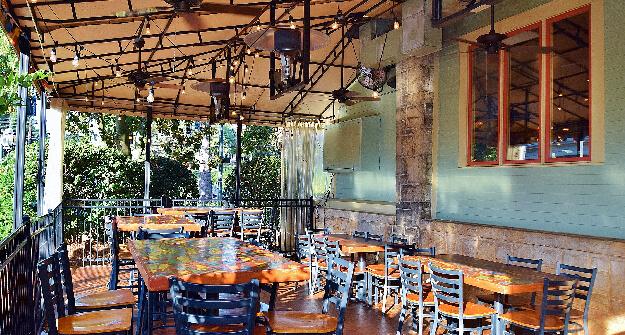 Mellow Mushroom Gainesville outdoor dining patio