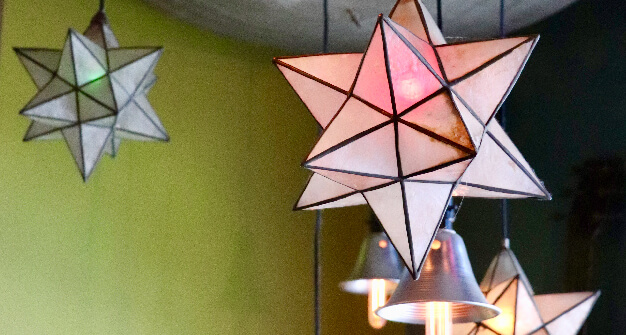 Mellow-Mushroom-Kennesaw-store-art-hanging-star-lights