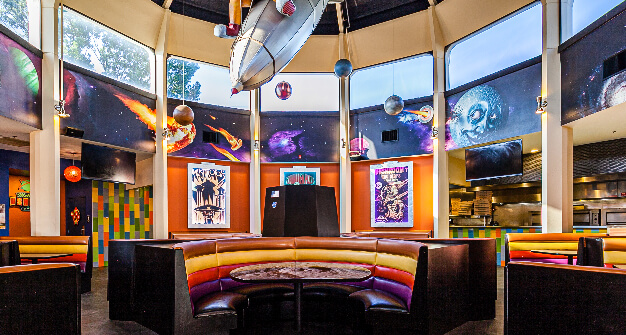 Mellow Mushroom Memphis main dining seating