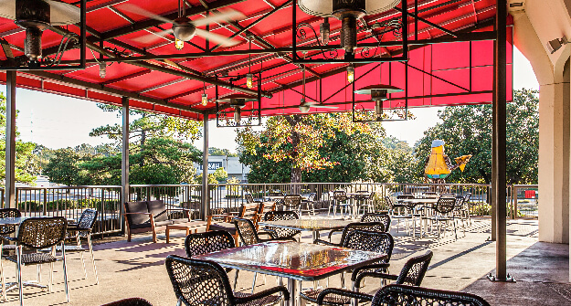 Mellow Mushroom Memphis patio seating