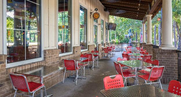Mellow Mushroom Mount Pleasant patio exterior