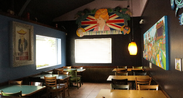 Mellow-Mushroom-Sandy-Springs-main-dining-interior-tables-and-booths-wall-murals