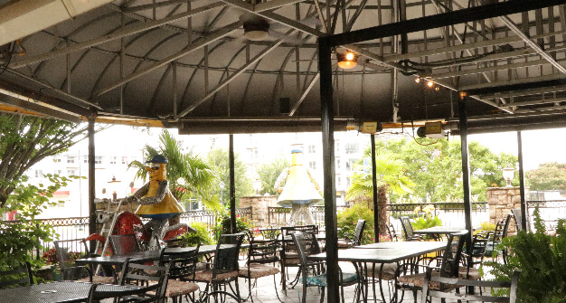 Mellow-Mushroom-Sandy-Springs-patio-dining-metal-tables-metal-chairs-mel-sculptures