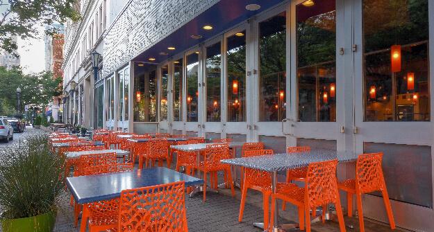 Mellow Mushroom Winston Salem outdoor patio dining