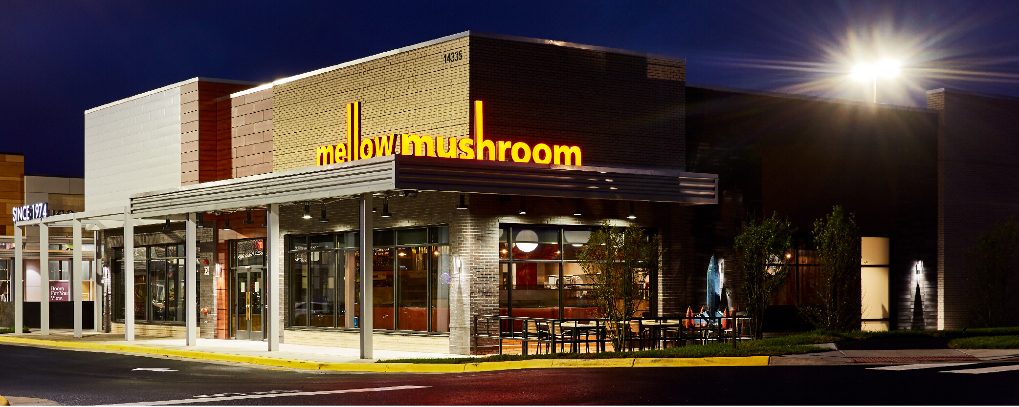 Mellow Mushroom Chantilly - nighttime exterior store and main entrance