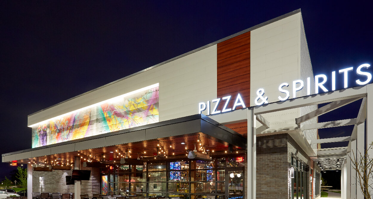 Mellow Mushroom Chantilly - store restaurant exterior night pizza bakers back patio view